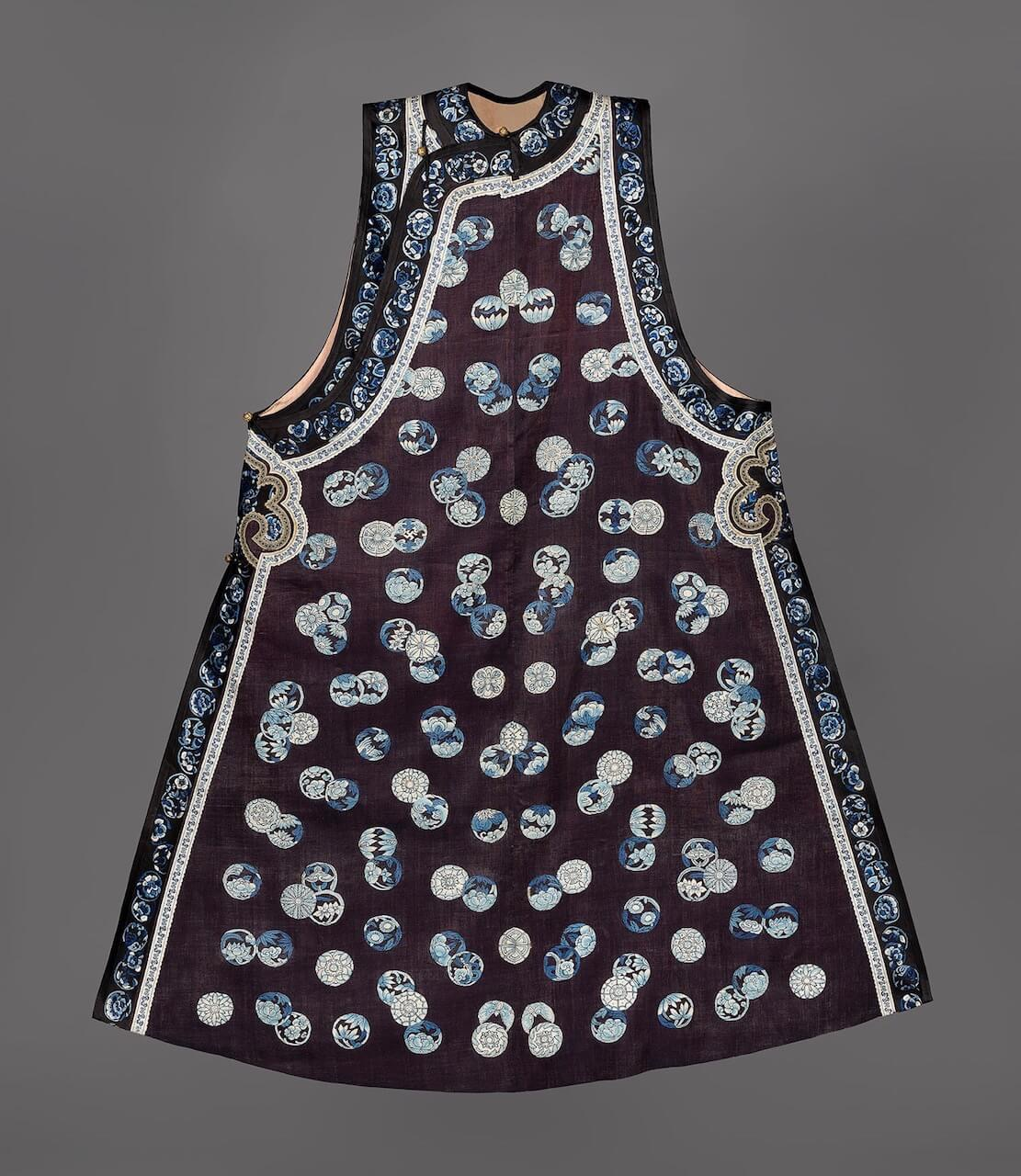 A sleeveless court vest for a lady